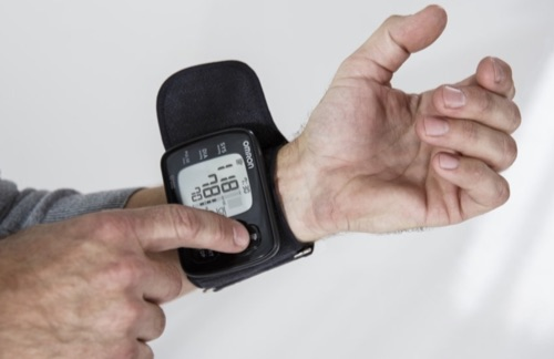 Notre avis sur le tensiomètre poignet Omron RS6
