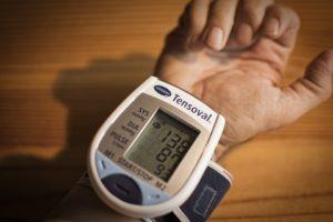 utilisation du tensiomètre de poignet